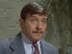 Jack Kehoe.  The Sting, Midnight Run, The Untouchables.  Always the weasel.   But a great weasel.