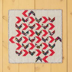 Made with Flying Geese blocks, this Duck, Duck, Goose Mini Quilt uses just two main colors to let your fabrics shine. Find the pattern in Weekend Quilting by Jemima Flendt. Mini Quilt Patterns, Beginner Quilt Patterns, Modern Quilt Patterns, Quilting For Beginners, Beginner Quilting, Quilting Patterns, Quilting Projects, Quilting Designs, Ribbon Quilt