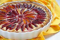 Tarte prunes amandes : une recette de desserts facile et gourmande.