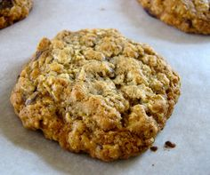 Healthy, Low Fat Banana Oatmeal Cookies Combine the following ingredients in large mixing bowl:  3 mashed bananas (ripe),  1/3 cup apple sauce,  2 cups oats,  1/4 cup almond milk,  1/2 cup raisins (optional),  1 tsp vanilla,  1 tsp cinnamon.  1 scoop protein powder  Bake at 350 degrees for 15-20 minutes.
