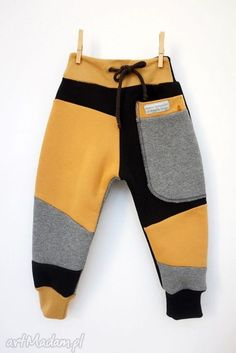 PATCH PANTS spodnie 110 - 152 cm szary & czarny - My favorite children's fashion list Toddler Boy Outfits, Toddler Dress, Baby Boy Outfits, Kids Outfits, Girl Toddler, Sewing For Kids, Baby Sewing, 1 Year Baby Dress, Baby Boy Fashion