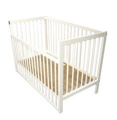 Här köper du Spjälsäng Ulla med sänkbar långsida vit online. Vi har allt för din baby och ett stort utbud av sängar och bäddutrustning.