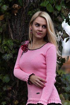 renesmeLove / Ružový pulóver s kvetinovým vzorom