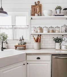 kitchen decor farmhouse modern contemporary decor design - Home Decorations Vibeke Design, Contemporary Decor, Cozy House, Home Decor Inspiration, Decor Ideas, Kitchen Decor, Kitchen Modern, Kitchen Ideas, Kitchen Shelves