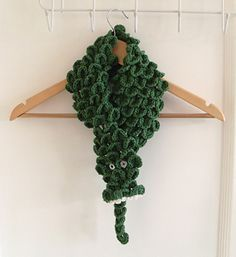 Crocodile Scarf:: Part of 10 Free Crochet Animal Scarf Patterns!