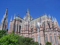 Iglesia Catedral de la ciudad de La Plata,  capital de la provincia de Buenos Aires.  Estilo neogótico s.XIX-XX.