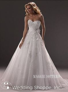 I love the style of this dress!