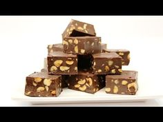 In this toturial I show a delicious chocolate fudge recipe to make at home. To stay up to date with my latest videos, make sure to SUB. Easy Chocolate Fudge, Homemade Chocolate, Delicious Chocolate, Candy Board, Homemade Fudge, Ice Cream Flavors, Hot Fudge, Fudge Recipes, Cream Cake