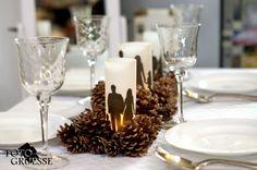 Tischdeko für die Winterhochzeit oder das Weihnachtsfest mit bronzefarbenen Zapfen, Kerzen und Teelichtern (mit deinem Foto personalisierte Windlichter gibt es in meinem DaWanda-Shop Fotogruesse)