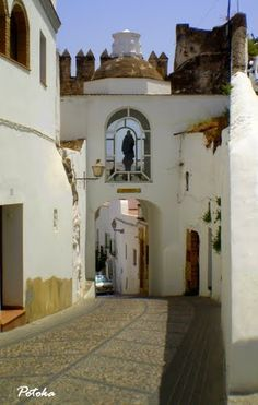 Arcos de la Frontera, Cádiz - Spain Andalucia Spain, Andalusia, Beautiful Buildings, Beautiful Places, Places To See, Places Ive Been, Puerto Banus, South Of Spain, Spain Holidays