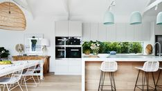 I'm excited to take you inside the beautiful home renovation of Darren & Deanne Jolly in Kew East, Victoria. It's safe to say,I wanted to move straight in! Kitchen Interior, Kitchen Remodel, Kitchen Decor, New Kitchen, Home Renovation, Kitchen Dining Room, Home Kitchens, Kitchen Living, Kitchen Design
