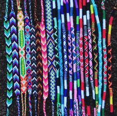Armbänder Color patterns for friendship bracelets Keeping Sight Of Three Things When Seeking For You Diy Bracelets Easy, Thread Bracelets, Embroidery Bracelets, Summer Bracelets, Bracelet Crafts, Ankle Bracelets, Beaded Bracelets, Braclets Diy, Homemade Bracelets
