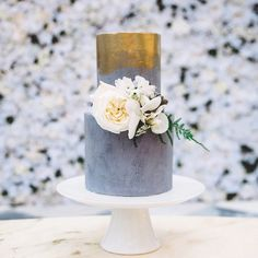 CONCRETE LOVE • obsessed with this shoot featured on @partywithlenzo right now! What a team for this luxe wedding at @campbellpointhouse ☁️ Cake inspired by concrete & metallics, jazzed up with blooms by girl/myth/legend @shes_a_wildflower @peppersprouthire @white_luxe @enchanted_weddings #thebest