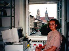 Stuttgartissa vietin ikimuistoisen kesän 1994 työskennellen kirjastoapulaisena. IEASTE-isäntien ja muiden harjoittelijoiden kanssa kiersimme kaikki alueen nähtävyydet ja tapahtumat koko ajan vain saksaa puhuen. Languages, Selfie, Stuttgart, Idioms, Selfies