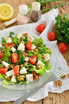 Salată cu brânză, nuci şi seminţe de chimen - Bucate Aromate