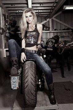 Harley Davidson News – Harley Davidson Bike Pics Lady Biker, Biker Girl, Motos Sexy, Look 2015, Motorbike Girl, Motorcycle Girls, Motorcycle Quotes, Ninja Motorcycle, Girl Bike