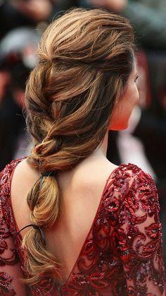 Loose long braid (via @thezoereport)