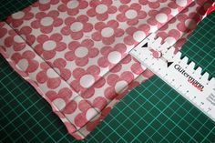 Learn to sew a corner of a letter Sewing Patterns Free, Free Pattern, Quilt Patterns, Learn To Sew, How To Make, Handmade Headbands, Knitted Headband, Textiles, Easter Baskets