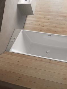 The BetteLoft collection is based on the fundamental design of four tapered surfaces that meet up together. Precise contours form the perfect frame for the voluminous interiors of these baths and washbasins. Perfect craftsmanship and an extremely small corner radius underline the expressive character of this minimalistic design.
