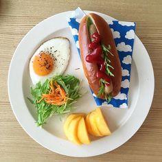 2016/10/14 07:26:09 ryoko__kod . 朝ごはん 2016.10.14.fri. おはようございます。 この後、友人とモーニングの約束があるので、今日は旦那さんだけです。 . ⋈ #ホットドッグ ⋈ 目玉焼き ⋈ 柿 . #朝ごはん#朝ごぱん#朝ごパン#朝食#breakfast#ふたりごはん#二人ごはん#おうちごはん#二人暮らし#ふたり暮らし#朝食プレート#ワンプレート#ワンプレート朝食#朝時間#イイホシユミコ#アンジュール#unjour#クッキングラム#デリスタグラマー#バルミューダ#BALMUDA