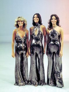 Charlie's Angels doing the disco fashion. Farrah Fawcett, Kate Jackson and Jaclyn Smith. Jaclyn Smith, 70s Fashion, Look Fashion, Vintage Fashion, Fashion Outfits, 1970s Disco Fashion, Studio 54 Fashion, Fashion Images, Stylish Outfits