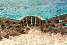 Nieuw in mijn Werk aan de Muur shop: Mooi muurtje omringd door tropische zee