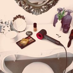 Dyson Supersonic - An honest review on the revolutionary Dyson Supersonic hairdryer. It claims to cut drying time and give healthier, smoother hair - but does it deliver? #hair #summerhair #hairstyles #festivalhair Modern Hairstyles, Summer Hairstyles, Cool Hairstyles, Dyson Supersonic Hairdryer, Hair Dryer Reviews, Red Hair Inspiration, Makeup Inspiration, Best Hair Dryer, Festival Hair
