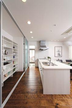 明石展示場 | アキュラホーム 住宅展示場 Japanese Kitchen, Japanese House, Ikea Kitchen, Kitchen Furniture, Muji Home, Tiny House Plans, Lounge Areas, Kitchen Styling, Interior Inspiration