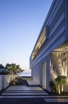 A House by the Sea / Pitsou Kedem