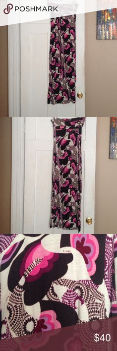 Lovely T-bags maxi dress Funky floral pattern in this t-bags maxi dress! Can be worn strapless, or can be tied around the neck. Lovely summer sundress... Worn only a few times! T-Bags Dresses Maxi