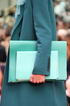 Burberry Prorsum Spring 2015 Ready-to-Wear Fashion Show Details Burberry Prorsum, Tiffany Blue, Azul Tiffany, Mode Inspiration, Color Inspiration, Spring Summer 2015, Matilda, My Favorite Color, Fashion Details