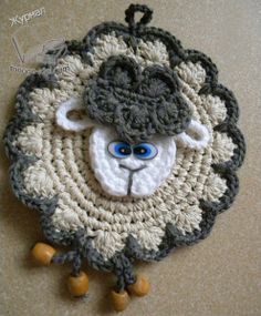 Овечки прихватки мастер класс Yarn Projects, Knitting Projects, Crochet Potholders, Crochet Hats, Unicorn Eyes, Crochet Unicorn, Pot Holders, Sheep, Crochet Necklace