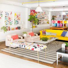 Un #salón lleno de #energía gracias a los colores tan bien combinados. #salonesycuartosdeestar
