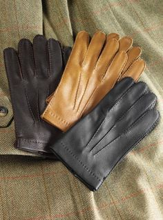 These genuine North American wild deerskin unlined gloves are hand sewn in Italy, with classically stitched fingers and uppers, for added comfort and. Deerskin Gloves, Leather Gloves, Leather Men, Black Leather, Winter 2017, Fall 2015, Photography Gloves, Men's Gloves, Side Bags