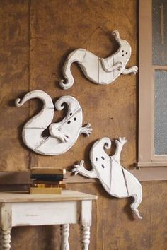 Fabulous Pallet Halloween Ideas: Are You Ready to Pallet-ify Halloween? 31 Fabulous Pallet Halloween Ideas: Are You Ready to Pallet-ify Halloween in Other Pallet Projects Halloween Prop, Palette Halloween, Deco Haloween, Halloween Mignon, Moldes Halloween, Halloween Wood Crafts, Adornos Halloween, Theme Halloween, Halloween Ghosts