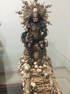 The Predator Throne. Art by Pocatintatattoo IvoMarques Pocatintatattoo (each piece made and painted individually).