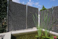 Gabionen Sichtschutzzaun Mit Steinen Befüllt In Verschiedenen Grössen.
