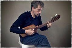 """Ronroco de Sabino Orosco de 1985.""""Don Sabino Orosco constructor de instrumentos de cuerdas, quién se hizo conocer por sus famosos charangos """"OROSCO"""" requerido por los mejores  grupos musicales folklóricos para sus grabaciones.""""Bolivia."""