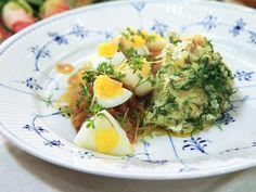 Matjessill med dillpotatis, ägg och brynt smör | Recept.nu