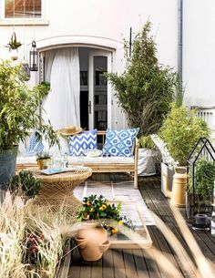 48 Lush Patio Designs To Bring You Outdoors Gorgeous patterned pillows and bamboo furniture - patio and outdoor decor Outdoor Rooms, Outdoor Gardens, Outdoor Living, Outdoor Decor, Patio Design, Garden Design, Porches, Diy Pergola, Pergola Kits