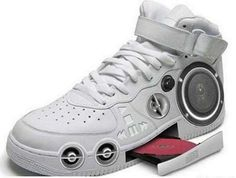 Cool Electronic Gadgets: Shoes - Shoes of the Future! Do these actually exist? Cool Electronic Gadgets: Shoes - Shoes of the Future! Do these actually exist? Hip Hop Sneakers, Air Max Sneakers, Shoes Sneakers, Inventions Folles, Crazy Shoes, Me Too Shoes, Weird Shoes, Dream Shoes, Lv Shoes