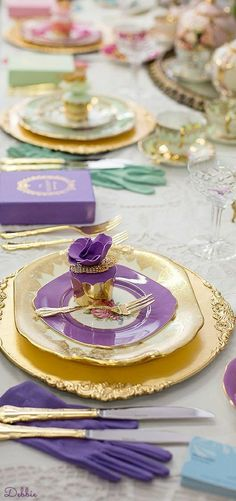 Elegant Table Settings, Beautiful Table Settings, Orange Friday, Royal Christmas, Romantic Table, Purple Garden, Place Settings, Tablescapes, Tea Party
