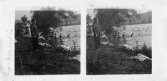 A tropa báñase no río Miño. Lugo. Ca. 1900. Imaxe estereoscópica. Placa de cristal con emulsión de bromuro lento e clorobromuro rápido. 8,9 x 17,8 cm.