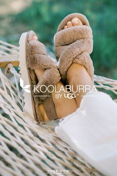 Slipper Sandals, Shoes Sandals, Shoes Sneakers, Cute Comfy Outfits, Street Smart, Amazing Pics, Fuzz, Cool Things To Buy, Stuff To Buy