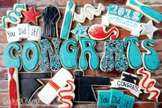 A very exciting set to use them as cookies or toppers or side decoration on a cake. Graduation Theme, Graduation Cupcakes, Groovy Font, Iced Sugar Cookies, Chocolate Chip Recipes, Chocolate Chips, Tiramisu Cake, No Cook Desserts, Cut Out Cookies