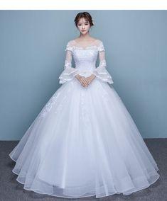 M600 - Váy cưới công chúa, vai ren 3D, tay dài xòe xinh xắn *** CATTIEN BRIDAL SHOP *** Tel: 0938 398 102 Web: www.banaocuoi.net Facebook: www.facebook.com/... Showroom: 54C Nguyễn Bỉnh Khiêm, Phường Đakao, Quận 1, Thành Phố Hồ Chí Minh Tags: #áocưới #váycưới #mayáocưới #mayváycưới #xưởngáocưới #aocuoi #vaycuoi #mayaocuoi #bridaldress #weddingdress #brides #bridal #wedding