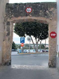 Entrada a la Plaça del Castell