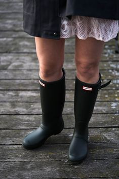 Mit Hunter Gummistiefeln am Steinhuder Meer ⋆ Hey Soulsisters! Wellies Rain Boots, Hunter Rain Boots, Black High Heels, Black Boots, High Heel Boots, Shoe Boots, Shoes, Skirt And Top Outfit, Hunter Outfit