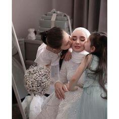 Muslimah Wedding Dress, Muslim Wedding Dresses, Love Quotes Photos, Arabic Pattern, Urdu Quotes, Brides, Wedding Planning, Flower Girl Dresses, Girly