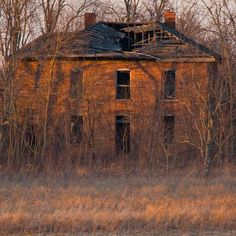 There is something cool and creepy about an abandoned house. You always wonder what the story behind it is. Did the owners die? Was the place condemned? Was it left to crumble because opportunity called elsewhere? Is the place haunted?